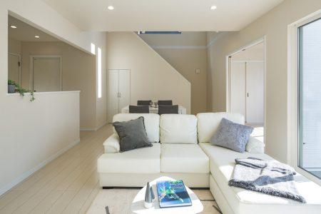 白ガルバが可愛くおしゃれなお家 イメージ画像